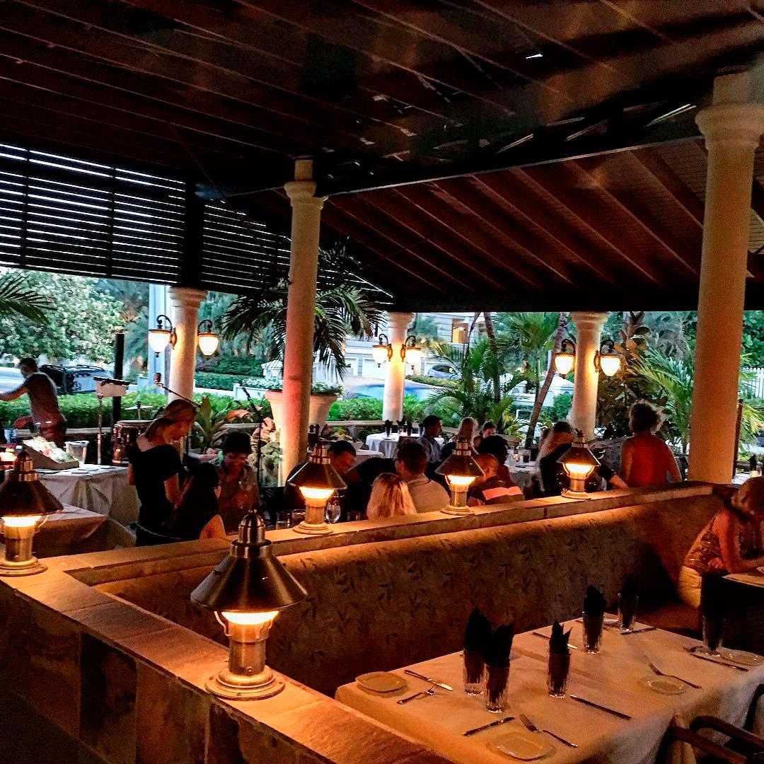 Deckers-Restaurant-Cayman-Islands